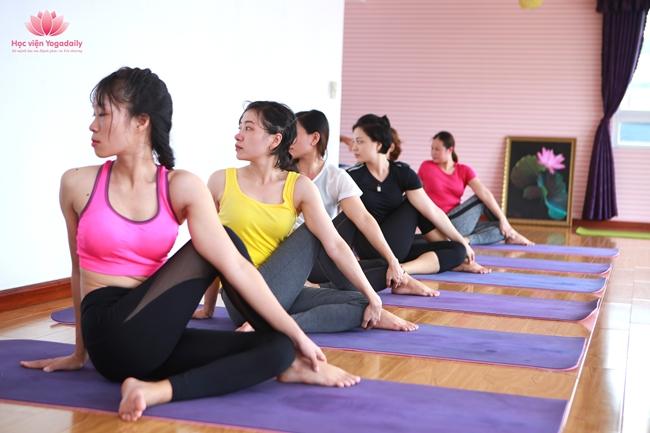 huấn luyện viên yoga khóa 11