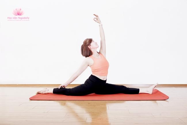 huấn luyện viên yoga khóa 13