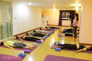 5 Lời khuyên vàng cho giới văn phòng tập Yoga buổi trưa