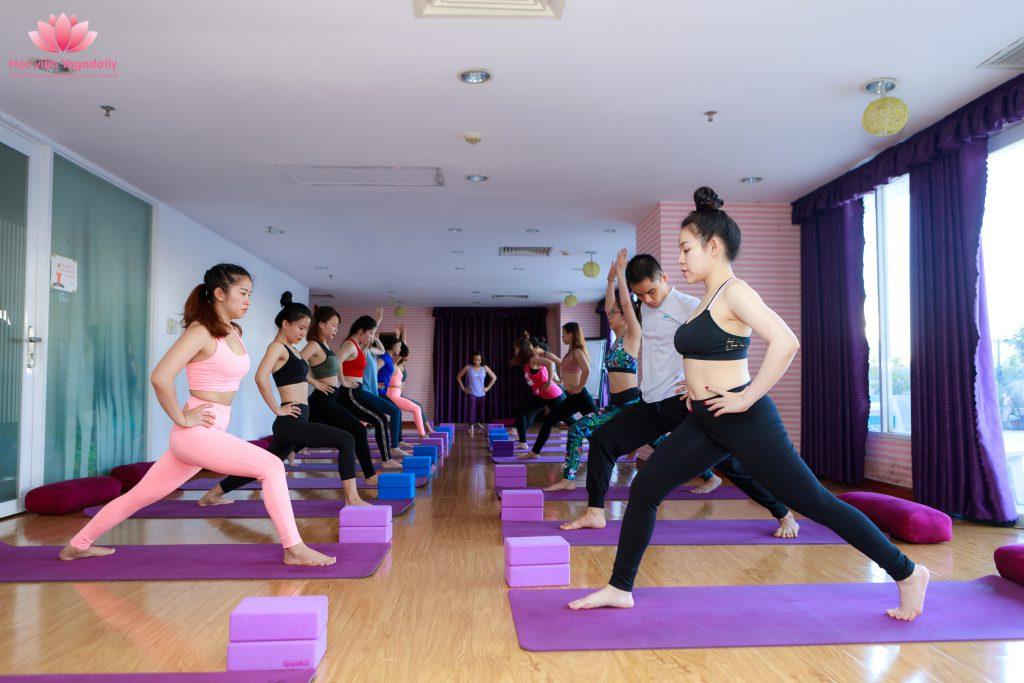 Lớp học yoga định tuyến