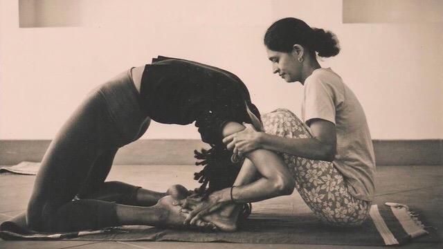 tập luyện yoga hiện đại