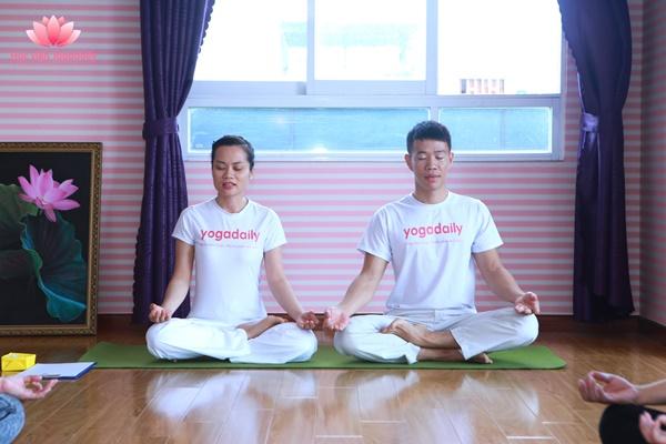 hlv viên yoga thực hành thiền