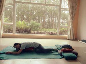 Yoga phục hồi cùng hlv yoga Bùi Châu Đảo