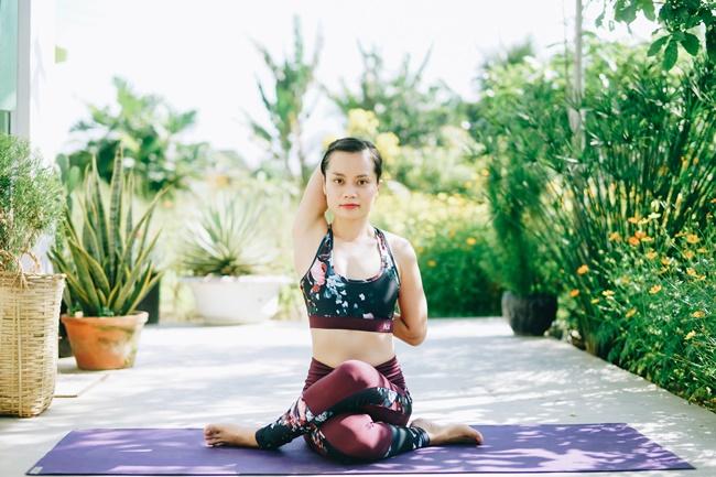 tập yoga tại nhà hlv yoga Bùi Châu Đảo