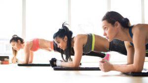 luyện tập yoga đổ mồ hôi giúp thải độc