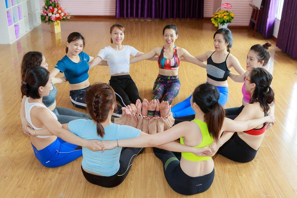 huấn luyện viên yoga khóa 23