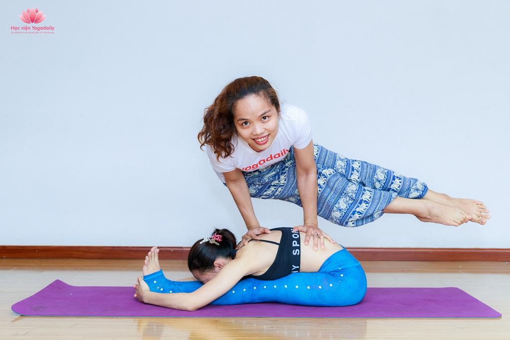 huấn luyện viên yoga yogadaily khóa 18