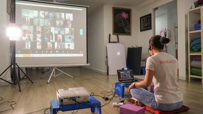 dạy Yoga online